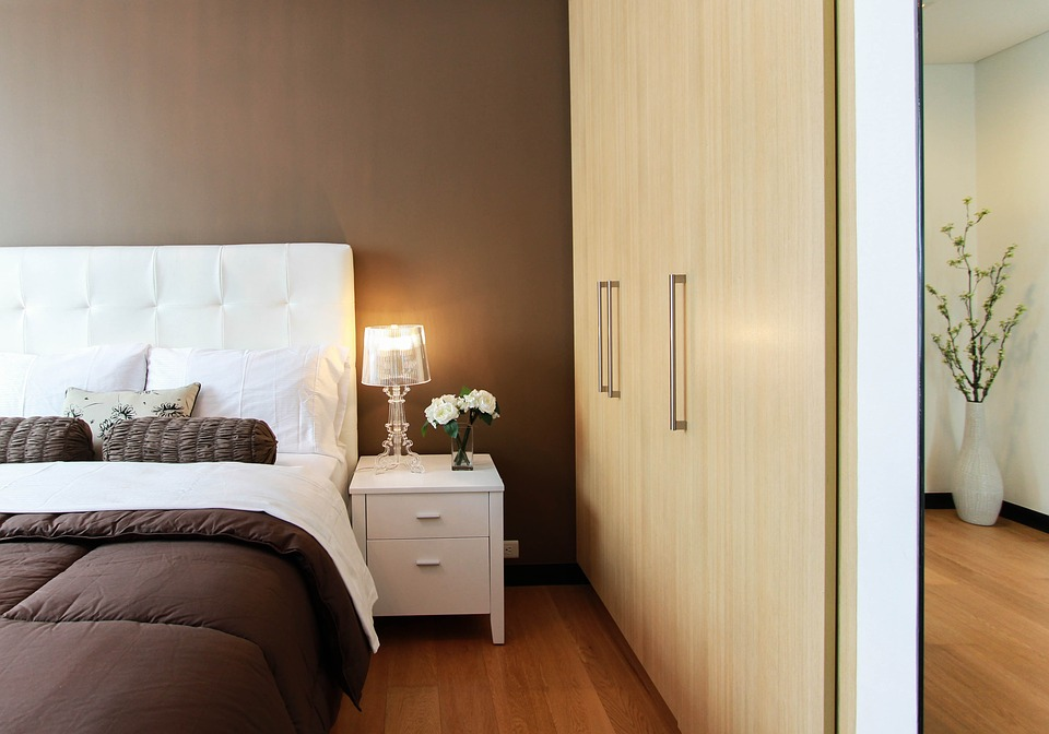 Как обставить мебелью маленькую спальню